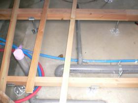 床下給水給湯配管